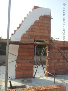 Ejecución de muros de termoarcilla y replanteo de catenaria para ejecución de bóvedas norte